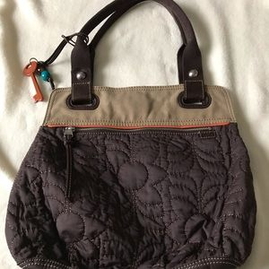 Fossil quilted key per tote